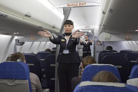 Ce a pățit un bărbat care a aprins țigara la bordul unui avion. Comportamentul neadecvat se pedepsește!