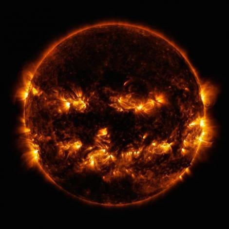NASA: O fotografie neobișnuită cu Soarele face înconjurul internetului. Focare de lumină izbucnesc pe suprafața celei mai mari stele