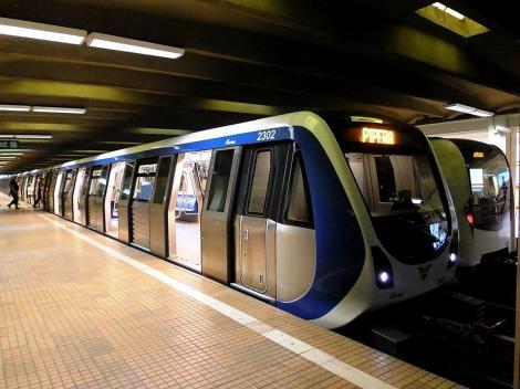 Aglomerația de la metrou, combătută prin permiterea accesului cu telefonul. Poate fi aceasta o soluție pentru București?