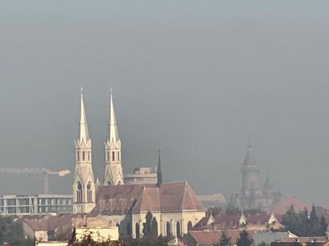 Primarul  Nicolae Robu a dat ordin de intensificare a procesului de spălare a străzilor, după ce în Timişoara a apărut smog