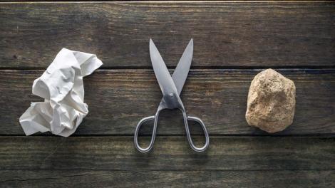 """Doi australieni au inventat hărtia fabricată din piatră: """"Nu folosim niciun copac, nici apă"""""""