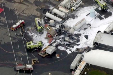 Un avion vintage B-17 s-a prăbuşit în încercarea de a ateriza de urgenţă în Connecticut; şapte oameni şi-au pierdut viaţa