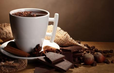 A început sezonul ciocolatei calde! Cum să prepari cea mai delicioasă băutură de iarnă