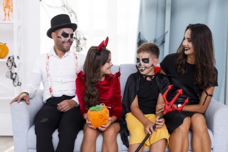 Cum să te costumezi de Halloween? 3 idei pentru adulți și copii