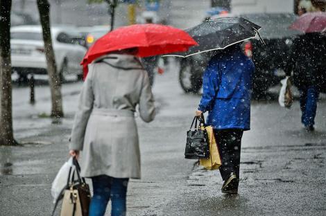 Alertă meteo de ultimă oră! Vremea o ia razna în următoarele ore! Unde va ploua și unde va ninge