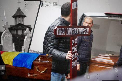 """Mihai Constantinescu, decorat post mortem. Fosta și actuala soție plâng la căpătâiul artistului: """"Unde sunt colegii de breaslă?"""""""