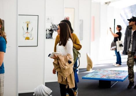 Emil Brumaru, omagiat la FILIT - Expoziţie de desen, obiect şi pictură. Vişniec şi Sjón, la maratonul de lecturi