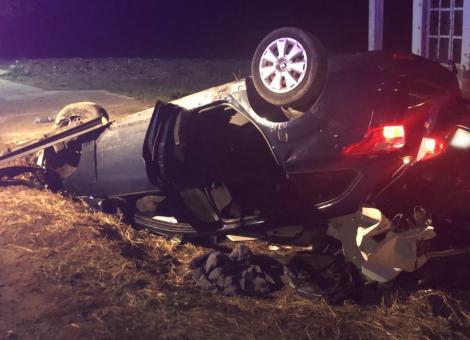 Un tânăr a murit din cauza unui cal lăsat nesupravegheat. Mașina în care se afla a lovit animalul în plin. Imagini dure