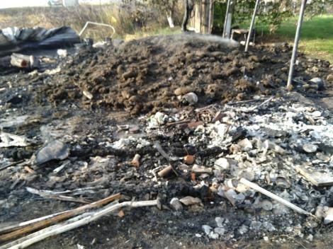 Incendiu la magazia de lemne a Mănăstirii Costineşti. Focul ar fi fost pus intenţionat de o persoană deocamdată neidentificată