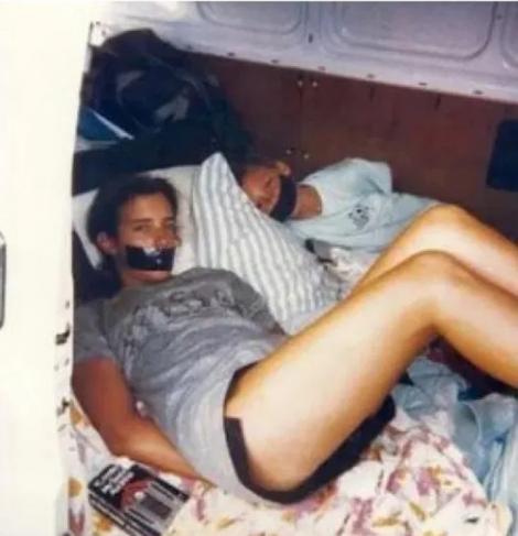 Au legat-o și i-au făcut mai multe poze! După 31 de ani, FBI a oferit o recompensă! Ce se întâmplă cu tânăra răpită