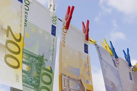 BNR Curs valutar 7 octombrie 2019. Euro scade, dolarul crește