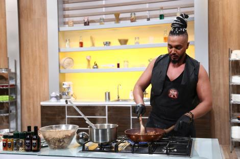 Suhaib Meshah, cel mai frumos arab din lume gătește la Chefi la Cuțite!