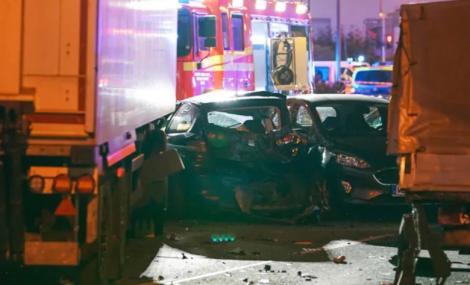 """15 persoane rănite, după ce un bărbat a furat un camion și a intrat în mașinile care așteptau la semafor. Autoritățile: """"Nu excludem varianta unui atac terorist!"""""""
