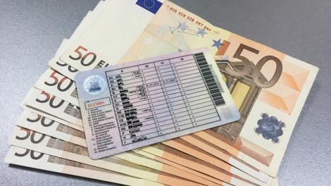 Prima condamnare la închisoare în cazul celor care au luat permisul cu bani: Tânărul dăduse 200 de euro la traseu