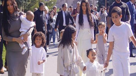 Kim Kardashian nu se oprește din extravaganțe! Unde și-a botezat starul de reality-show copiii