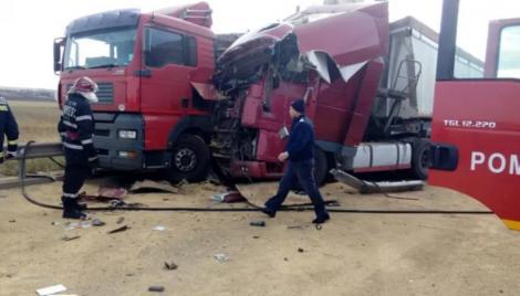 Accident grav pe Autostrada A1! Trei persoane au fost rănite, după ce două camioane și patru mașini s-au ciocnit