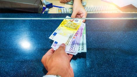 BNR Curs valutar 9 octombrie 2019. Cât costă astăzi euro și dolarul