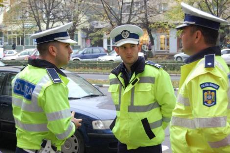 """Polițiștii au interzis la WhatsApp și Facebook Messenger! Sindicaliștii s-au revoltat: """"Li se cere să prindă infractori cu mapa sub braț!"""""""