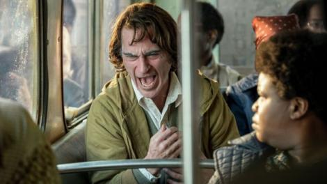 Ce boli grave ascunde râsul lui Joker. De unde s-a inspirat Joaquin Phoenix pentru râsul isteric