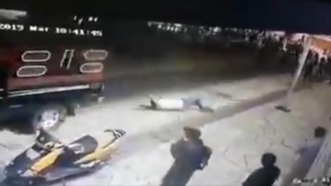 Și-au scos primarul din birou, l-au legat de un camion și l-au târât pe străzi! Scene șocante într-un oraș din Mexic! Ce promisiune și-a încălcat edilul – Video