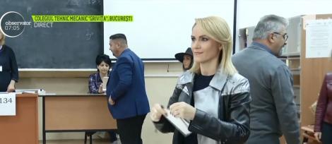 """Alegeri Prezidențiale 2019. Primarul Capitalei, Gabriela Firea, după ce a votat: """"Am votat cu gândul la un președinte care va pune capăt unor măsuri de austeritate ce vor face mult rău"""" - Video"""