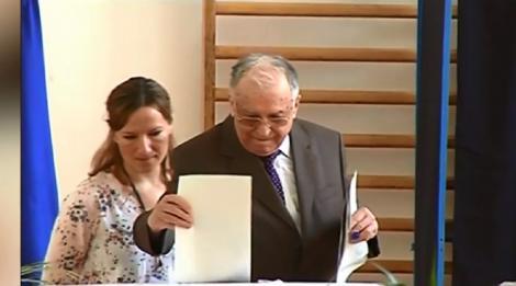 Alegeri Prezidențiale 2019. Scandal la locuința lui Ion Iliescu, unde fostul președinte a primit urna mobilă! Ce s-a întâmplat