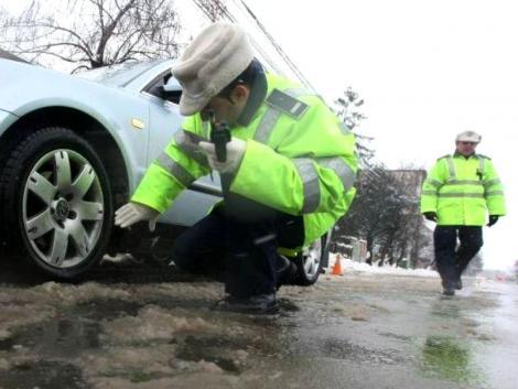 Poliția Rutieră sfătuiește șoferii să scape de amendă și de neplăceri. De când devin obligatorii anvelopele de iarnă