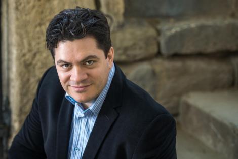 Un român va conduce Orchestra Națională a Franței, la doar 39 de ani. Cristian Măcelaru este cel mai mic fiu dintr-o familie cu 10 copii din Timișoara