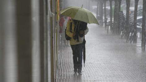 Primul weekend cu ploi din noiembrie! Vremea se strică și va ploua în aproape toată țara
