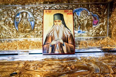 Calendar ortodox 15 noiembrie. Mare sărbătoare pentru români, cruce neagră