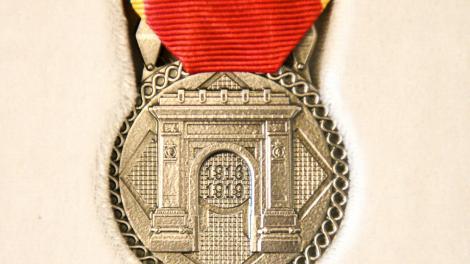 """Iohannis a oferit Medalia Aniversară """"Centenarul Războiului pentru Întregirea Neamului"""" mai multor muzee, asociaţii, organizaţii, instituţii şi unităţi militare"""