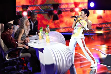 Bella Santiago, adevărata Queen a acestei ediții! Transformarea a fost completă, de la părul de pe piept, până la vocea incredibilă a legendarului, inconfundabilului Freddie Mercury