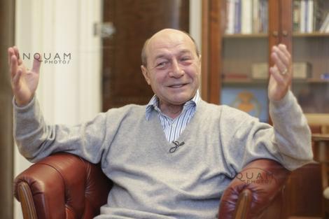 """Traian Băsescu atac dur: Cîţu şi Isar se ocupă mai mult de propaganda """"teoriei găurii"""" şi a gogoşii """"contabilităţii duble"""""""