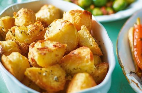 Cartofi la tigaie, crocanți și aurii, cu puține calorii! O rețetă simplă și rapidă