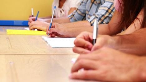 Schimbări drastice la Bacalaureat. Ministrul Educației anunță că ar putea fi introduse notele pentru probele de competențe