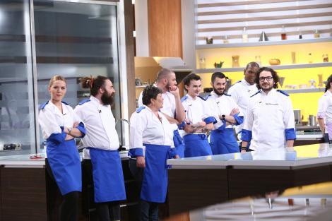 """Descoperire uluitoare la """"Chefi la cuțite""""! Ce a putut să găsească chef Florin Dumitrescu într-un banc de lucru. """"Tabelul lui Mendeleev e mic copil!"""""""