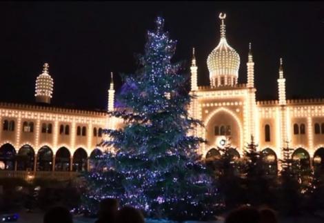 Imagini de poveste! Un brad de Crăciun a fost decorat cu 3.000 de cristale Swarovski, în Copenhaga! Video