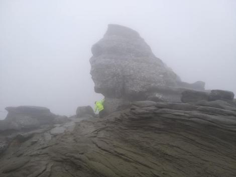 O călugăriță a fost găsită de salvamontiști, în pragul hipotermiei, în Munții Bucegi. Unde încerca să ajungă femeia