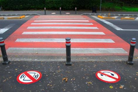 Constanţa: PMP propune interzicerea folosirii telefonului mobil şi a căştilor în timpul traversării străzilor