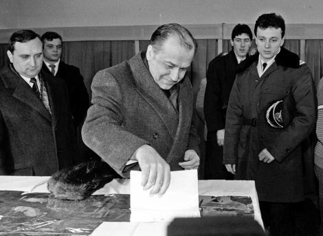 """Ce s-a petrecut la celelalte alegeri prezidențiale? Ion Iliescu, 85% dintre voturi în """"Duminica Orbului"""""""