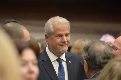 """Adrian Năstase, mesaj în ziua alegerilor: """"Vă rog să votați și pentru mine!"""""""
