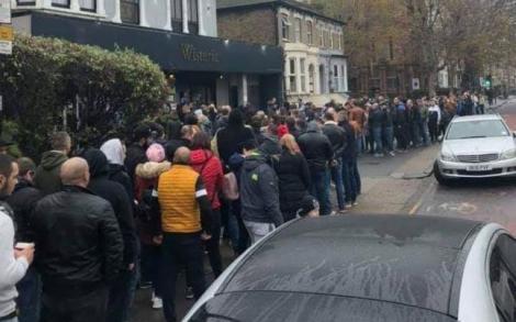 Alegeri prezidențiale 2019, Turul 2   Cozi uriașe la secțiile de votare din Londra. Sute de români care trăiesc în Marea Britanie au ieșit să-și aleagă președintele