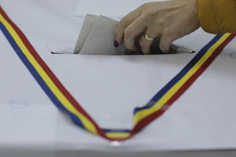 Scene incredibile într-o secție de votare din Iași: O femeie l-a rupt în bătaie pe membrul unei comisii de vot