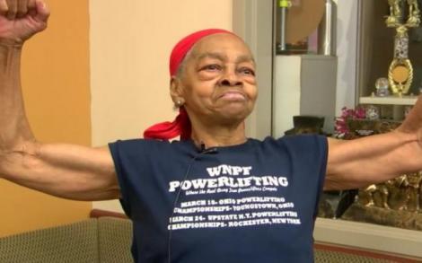 """O bătrână de 82 de ani a reușit să bată măr un hoț cu 54 de ani mai tânăr. """"A ales casa greșită pe care să o spargă"""""""