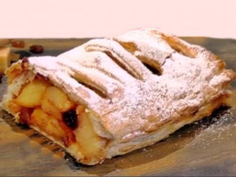 Rețetă de ștrudele cu mere și stafide în varianta de post. Un desert, pe cât de simplu, pe atât de gustos și apreciat!