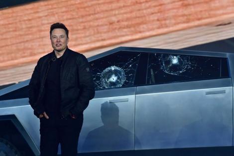 Ar fi trebuit să fie cele mai șmechere geamuri auto, dar s-au făcut praf și au făcut de rușine Tesla, în direct! Ce explicație a dat Elon Musk – Video