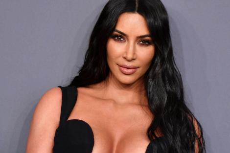 """Kim Kardashian s-a făcut de râs în toată lumea cu rochia aleasă! """"Am plâns tot drumul..."""""""