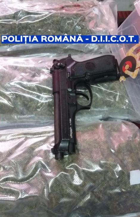 Poliţiştii şi procurorii au găsit cannabis şi cocaină, în maşina unui şofer oprit în Pantelimon. Ce au găsit în mașina soției