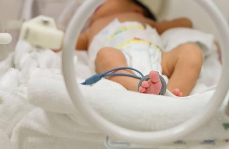 """Medicii, alarmați de simptomele neobișnuite apărute la nou-născuți: """"Riscul de infectare a crescut dramatic"""""""