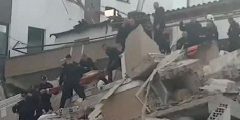 Cel puţin 49 de morţi, inclusiv familii întregi, în cutremurul din Albania, soldat cu mii de deplasaţi